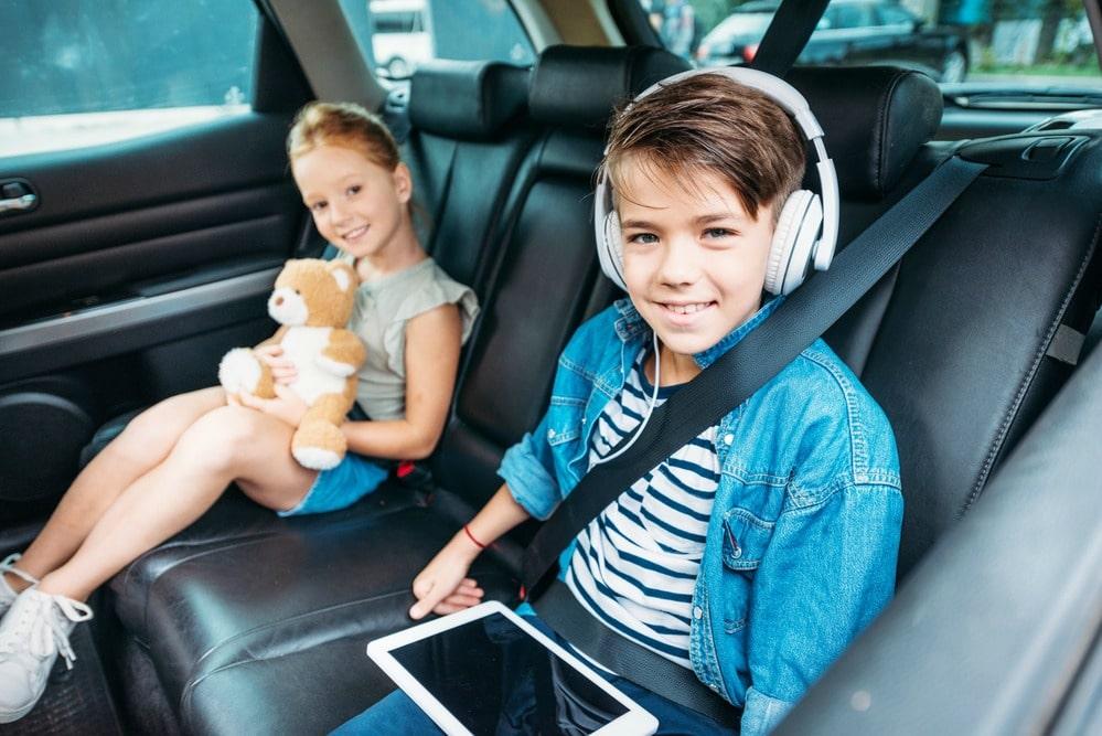 Thanksgiving travel tips kids in car
